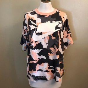 LIKE NEW-Wmns Nike Pink Camo Oversized T